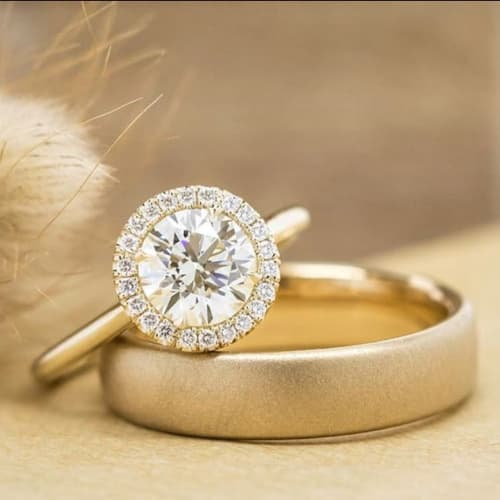La Bijouterie - Yellow Gold Round Cut Diamond Ring in a halo
